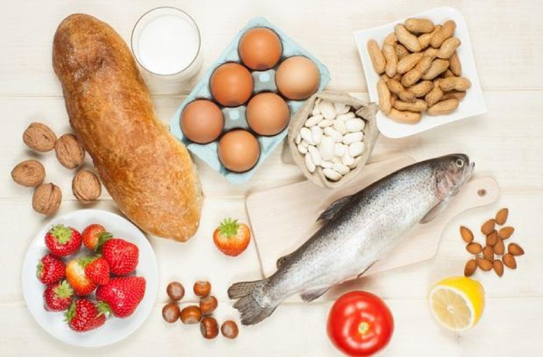 Ăn phải thực phẩm dễ gây dị ứng cũng là nguyên nhân gây ra bệnh tổ đỉa ở trẻ em