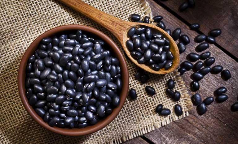 Chữa viêm da dầu bằng cách uống nước đậu đen rang