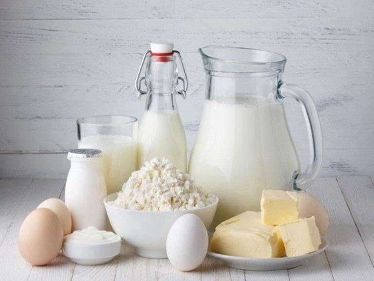 Sữa và chế phẩm từ sữa sẽ kích thích viêm da khiến tình trạng bệnh trở nên nặng hơn