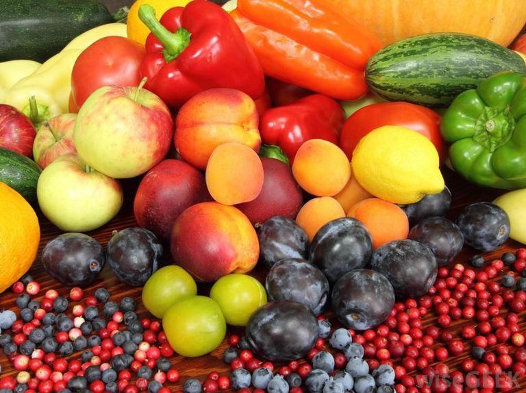 Flavonoid có nhiều trong các loại rau củ quả có màu sắc sặc sỡ. Nó ngăn chặn tình trạng viêm nhiễm do viêm da cơ địa gây ra.