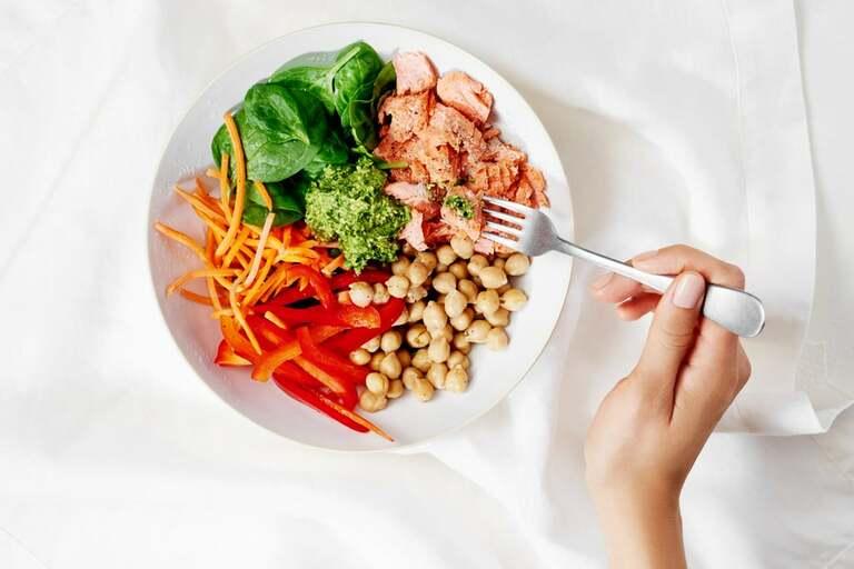 Viêm da tiết bã nên ăn gì và kiêng gì để nhanh khỏi bệnh và hạn chế tái phát là vấn đề đang thu hút sự quan tâm của rất nhiều người.