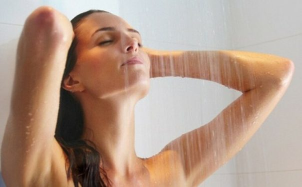 Dị ứng thời tiết có tắm được hay không là vấn đề khiến nhiều người băn khoăn.
