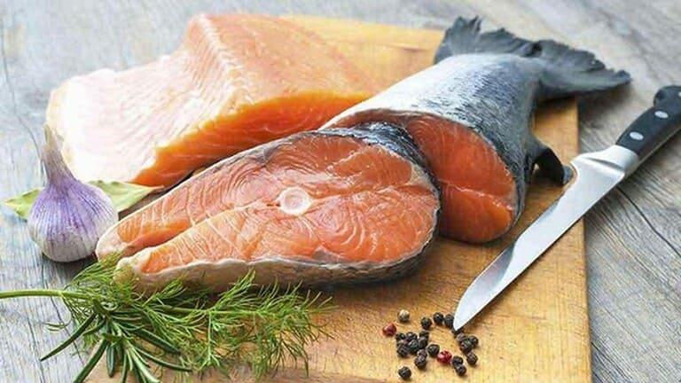 Các loại cá béo giàu omega 3 rất tốt cho người viêm da tiết bã.