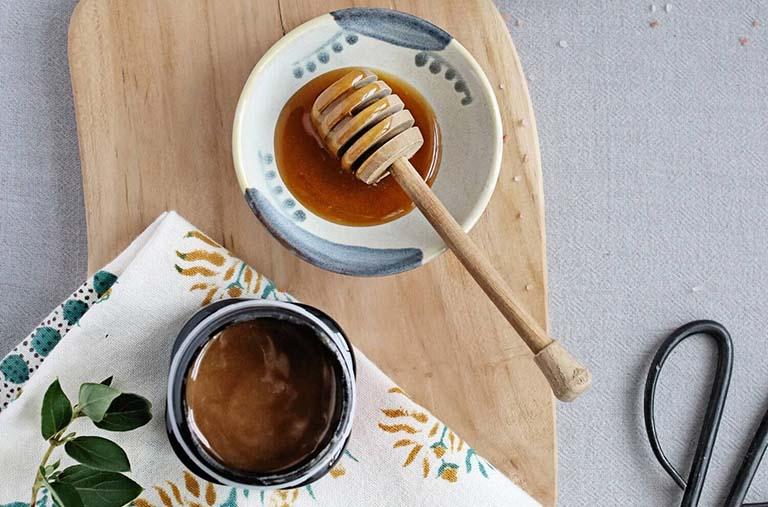 Cách chữa bệnh vảy nến từ dầu dừa và mật ong nguyên chất