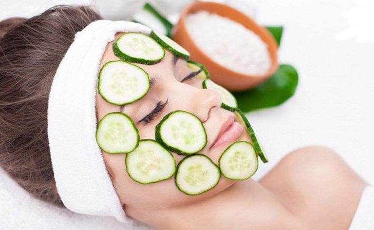 khắc phục da mặt khô tróc vảy