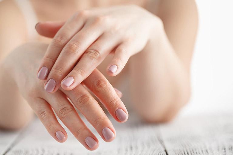 cách trị da tay khô bong tróc