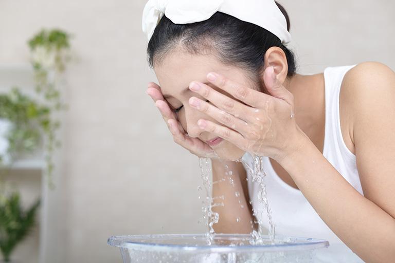 chữa dị ứng thời tiết trên mặt