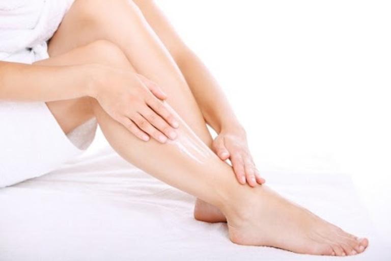 Dưỡng ẩm và bảo vệ da là hai điều vô cùng quan trọng nâng cao hiệu quả điều trị bệnh vẩy nến.