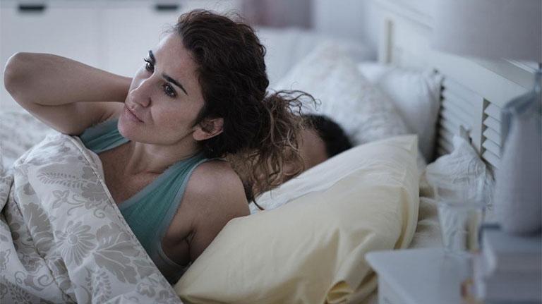 Nổi mề đay vào ban đêm gây ảnh hưởng lớn đến chất lượng giấc ngủ của người bênh
