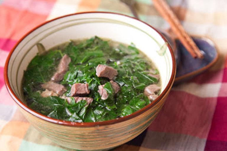 Canh thịt bò nấu rau ngót giúp bồi bổ cơ thể và chống xuất tinh sớm