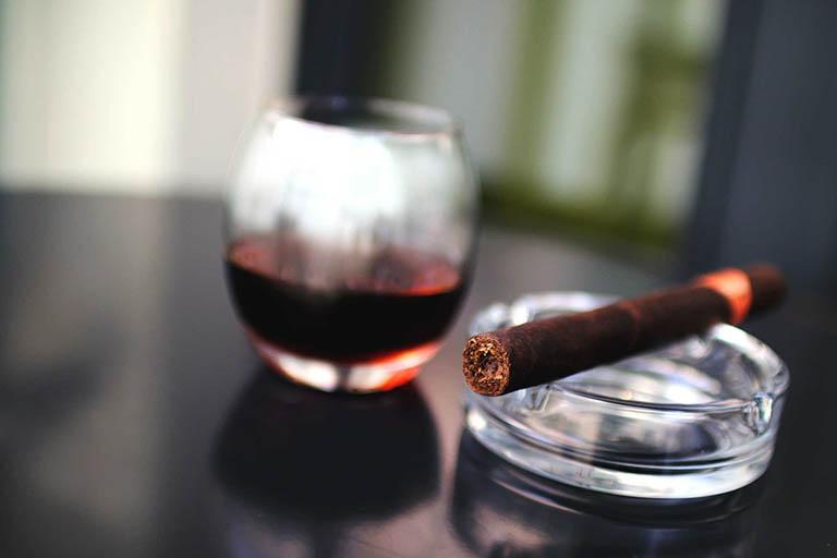 Sử dụng thuốc lá và rượu bia