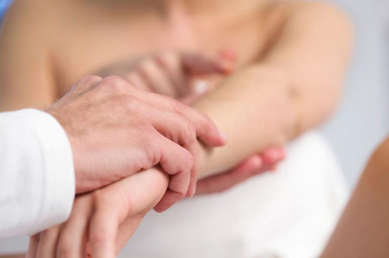 Thăm khám bác sĩ kết hợp điều trị chuyên khoa để mang lại hiệu quả điều trị tốt nhất