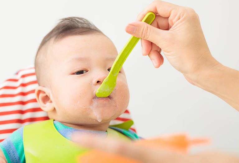 Biện pháp phòng ngừa trẻ sơ sinh bị chàm sữa ở mặt