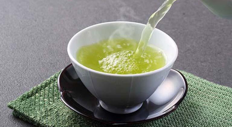 Uống nước lá chữa đinh lăng giúp tăng cường sức khỏe và đẩy lùi tình trạng bệnh