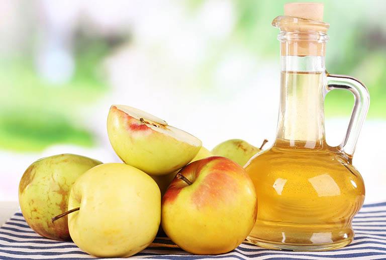 Cách chữa bệnh viêm da tiết bã bằng giấm táo