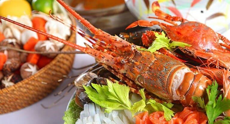 Viêm da tiết bã liên quan nhiều đến tình trạng dị ứng. Do đó, người bệnh không nên ăn hải sản.