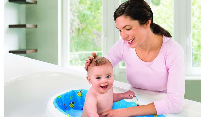 Vệ sinh sạch sẽ cho bé phòng chống bệnh lang ben hiệu quả
