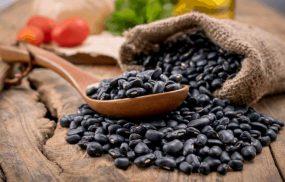 Chữa thận yếu bằng đậu đen được nhiều người bệnh sử dụng