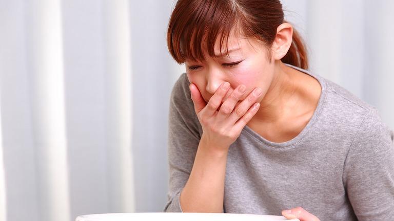 Vì sao trào ngược dạ dày gây ho? Bệnh có nguy hiểm không?