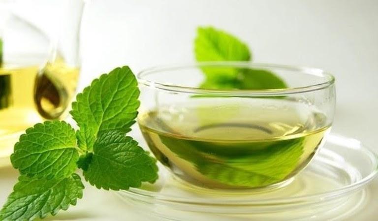 Đau dạ dày được giảm bớt nhờ sử dụng nước bạc hà mỗi ngày