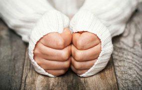 Thận yếu chân tay lạnh có thể đi kèm nhiều biểu hiện đặc trưng khác