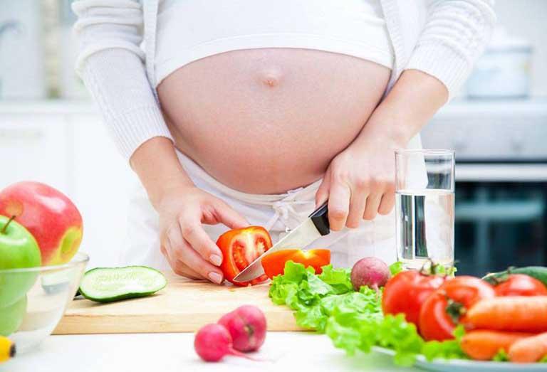 Bà bầu phải chủ động thay đổi chế độ dinh dưỡng khi mắc thận yếu