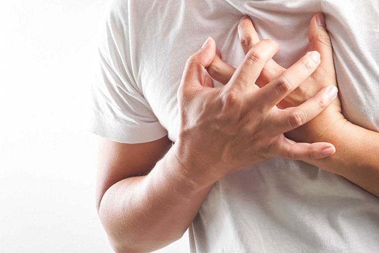 Có thể gặp tác dụng phụ đau ngực khi trị bệnh bằng thuốc này