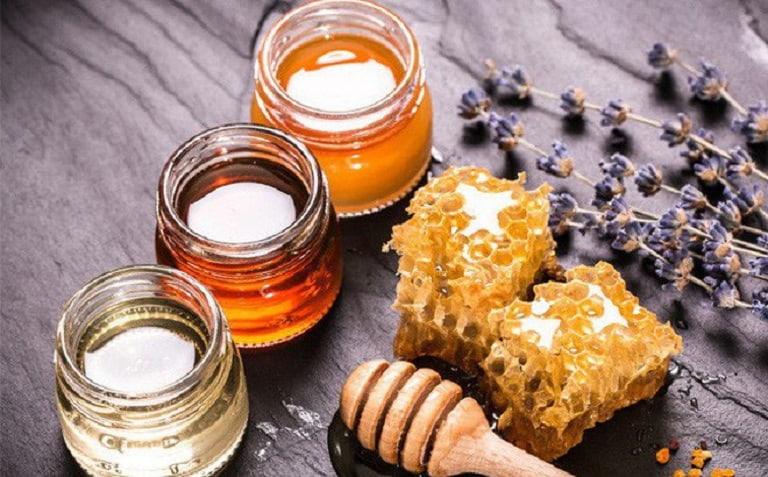Mật ong có thể dùng kèm với nghệ hoặc gừng