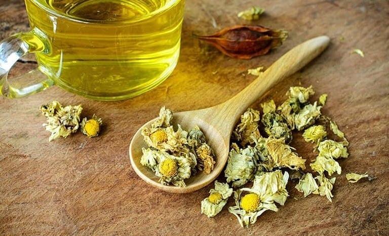 Trị trào ngược dạ dày bằng trà hoa cúc