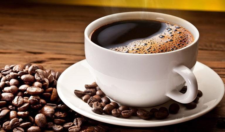 Cà phê và đồ uống có gas, có cồn là nhóm thực phẩm cần kiêng