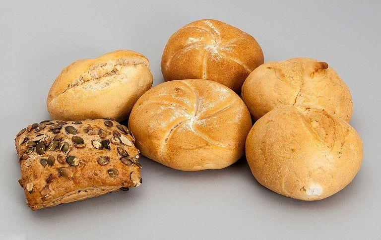 Bánh mì là thực phẩm nên sử dụng cho người bị trào ngược dạ dày