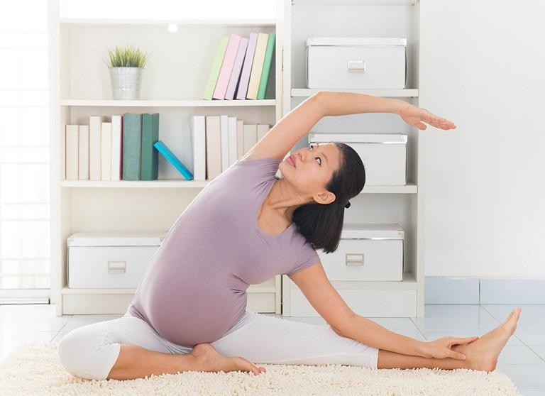 Tập luyện Yoga, thiền,... để tăng cường sức khỏe và tốt cho quá trình sinh nở