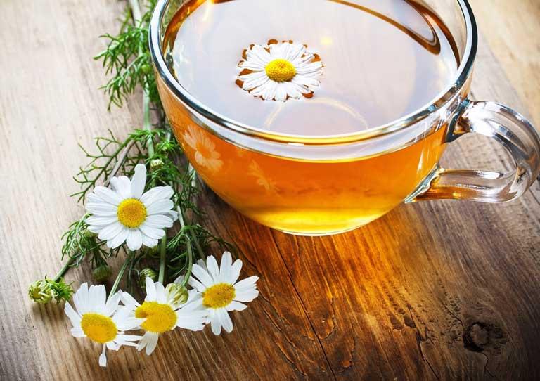 Sử dụng trà hoa cúc hỗ trợ và cải thiện triệu chứng đau thượng vị