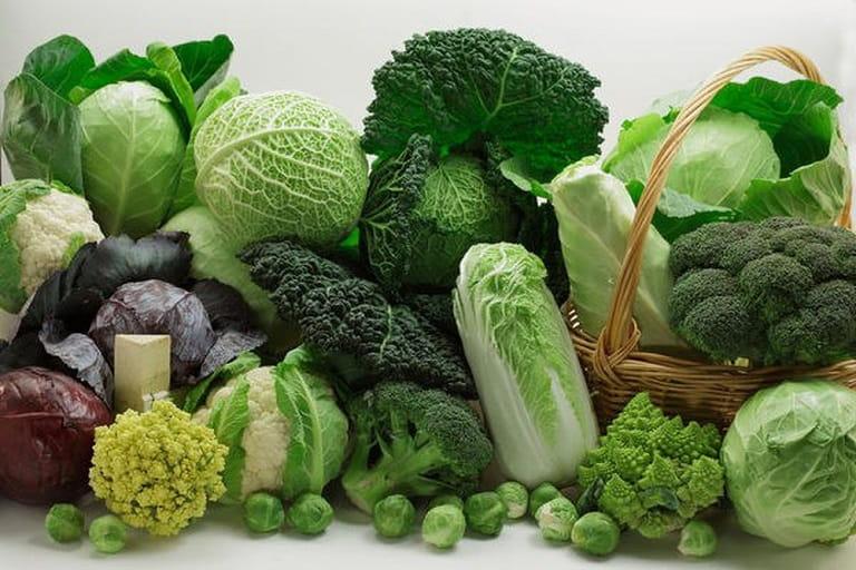 Bổ sung nhiều rau xanh trong chế độ ăn hàng ngày để tránh bị đau thượng vị kèm ợ hơi buồn nôn