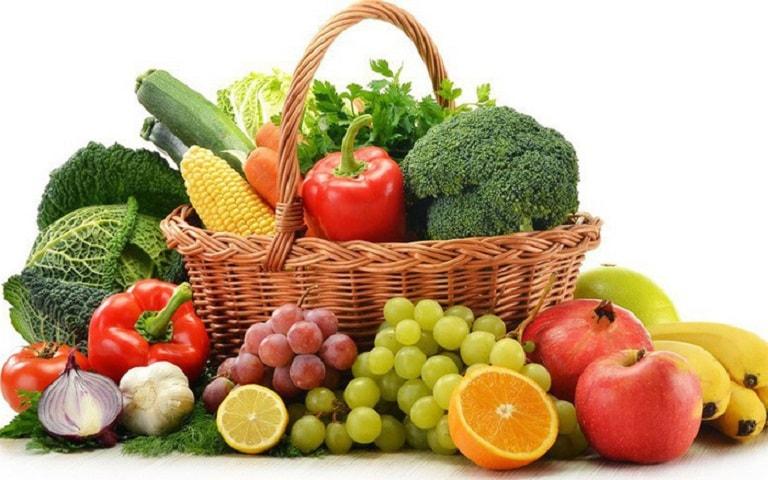 Bổ sung nhiều rau xanh và trái cây tốt cho sức khỏe
