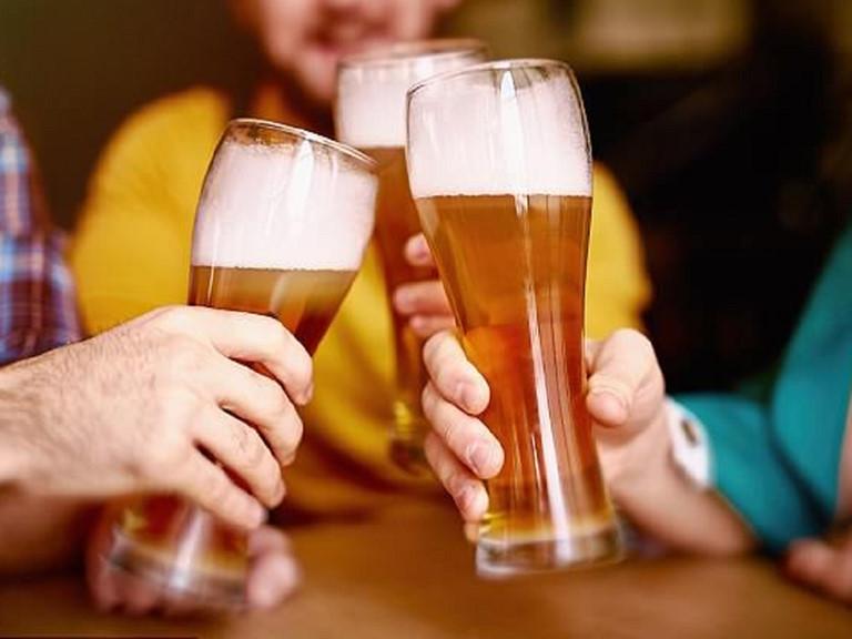 Kiêng uống rượu bia, chất kích thích bởi chúng không tốt cho sức khỏe