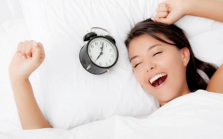 Người bệnh cần ngủ đúng giờ và đủ giấc để tránh những cơn đau bất ngờ
