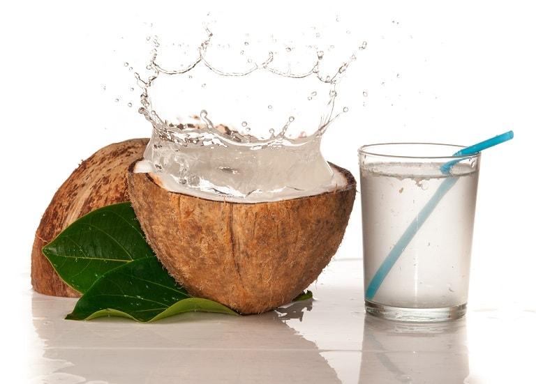 Nước dừa đặc biệt tốt cho hệ tiêu hóa