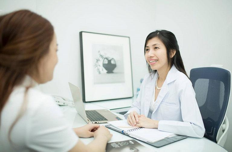 Thăm khám chuyên khoa để được hướng dẫn điều trị hắc lào đúng cách và phù hợp với tình trạng bệnh