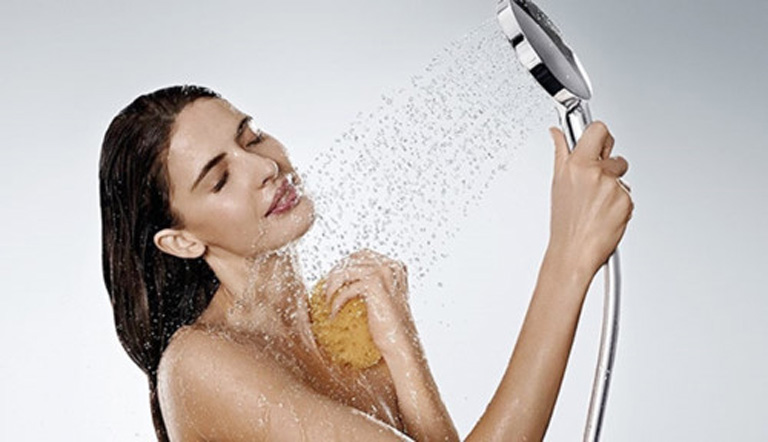 Chú ý giữ gìn vệ sinh cơ thể sạch sẽ trong suốt quá trình điều trị bệnh giúp nâng cao hiệu quả mang lại