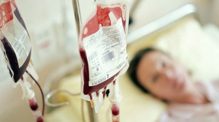 Truyền máu nếu người bệnh có số lượng hồng cầu trong máu giảm nhiều