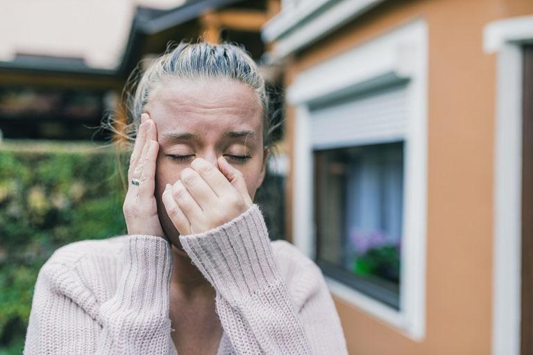 Viêm xoang là tình trạng viêm nhiễm tại lớp niêm mạc xoang và gây ra nhiều triệu chứng khó chịu