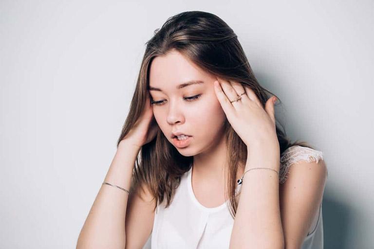 Viêm xoang gây ù tai khiến chức năng của thính giác bị suy giảm đáng kể