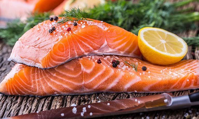 Bị viêm xoang nên thường xuyên ăn cá hồi để hỗ trợ điều trị bệnh