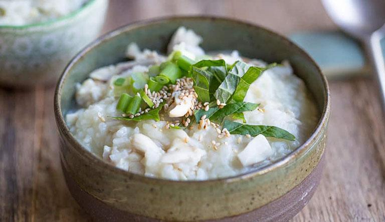 Hỗ trợ điều trị bệnh viêm xoang bằng món cháo tía tô nấu cá