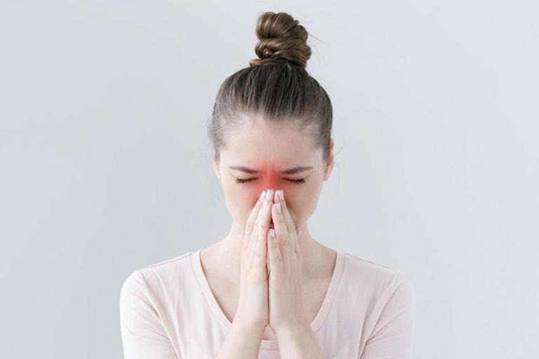Triệu chứng của bệnh viêm xoang khiến người bệnh cảm thấy rất khó chịu và gây ảnh hưởng đến cuộc sống hàng ngày