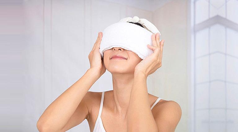 Cải thiện chứng khó thở do viêm xoang gây ra tại nhà bằng cách đắp khăn ấm lên mũi