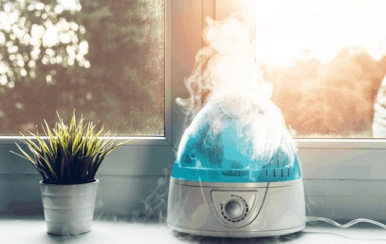 Sử dụng máy làm ẩm không khí nếu thường xuyên sinh hoạt trong môi trường máy lạnh để tránh gây kích ứng nên niêm mạc mũi
