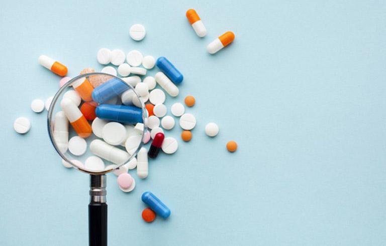 Trị bệnh viêm xoang mãn tính bằng cách dùng thuốc theo đơn kê của bác sĩ chuyên khoa