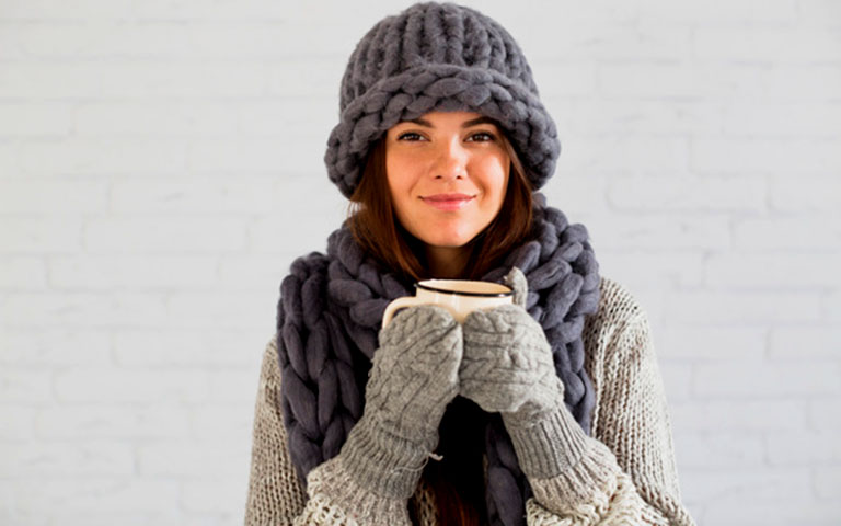 Có các biện pháp giữ ấm cơ thể vào những ngày thời tiết chuyển lạnh giúp bảo vệ hệ hô hấp